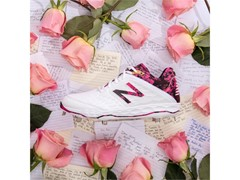 NEW BALANCE HONORS MOTHER'S DAY WITH NOTEPAD PRINT BASEBALL CLEATS