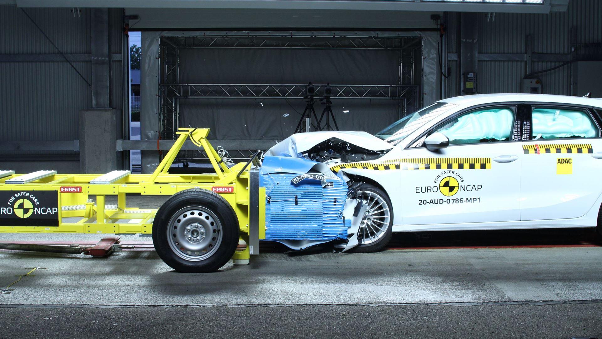 Audi A3 - Mobile Progressive Deformable Barrier test 2020