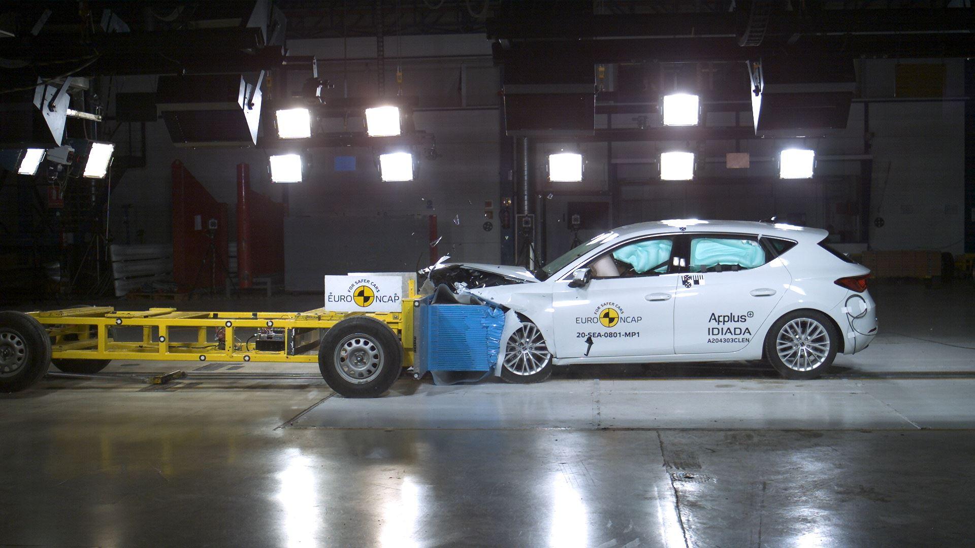 SEAT Leon - Mobile Progressive Deformable Barrier test 2020