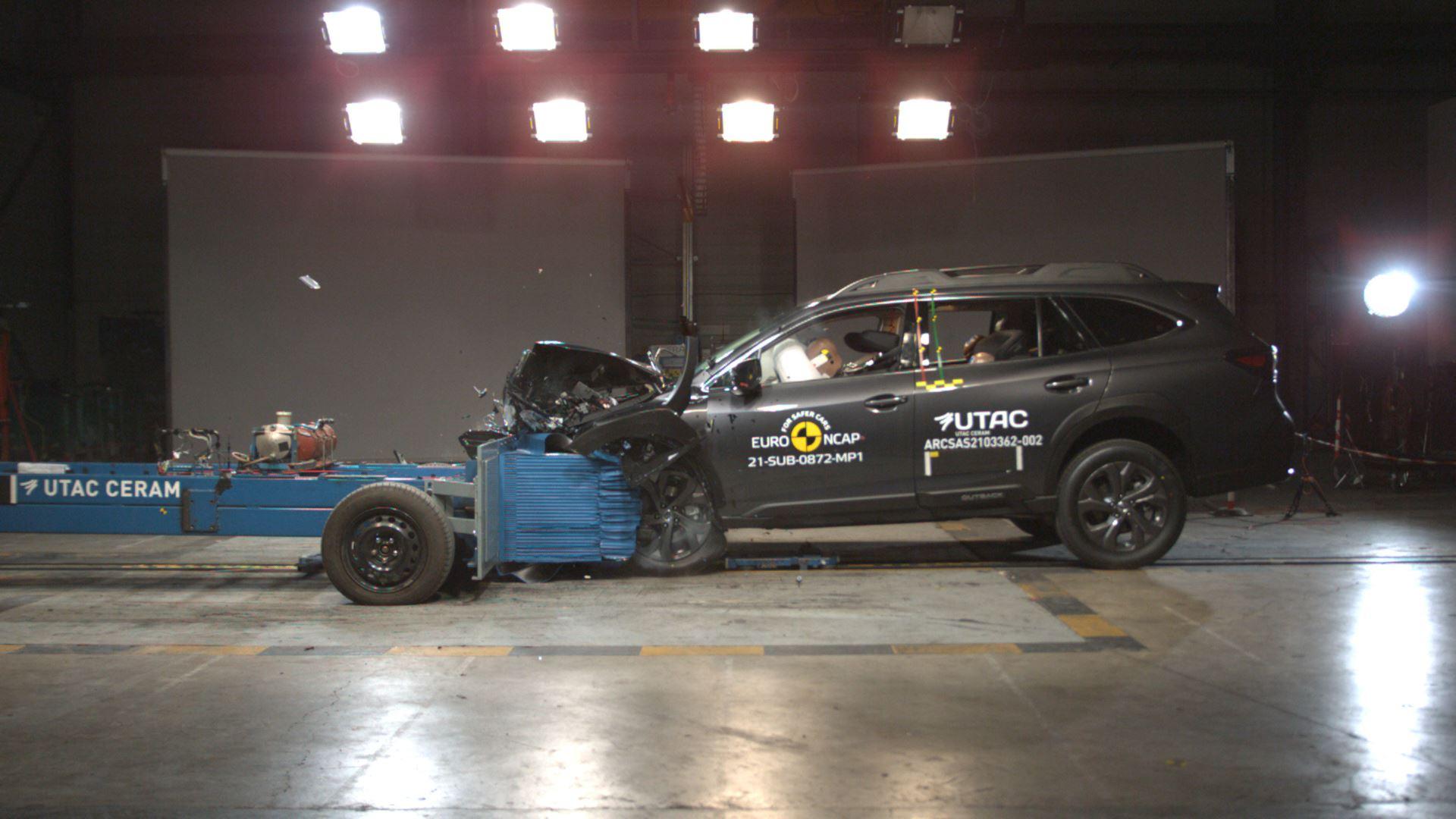 Subaru Outback - Mobile Progressive Deformable Barrier test 2021