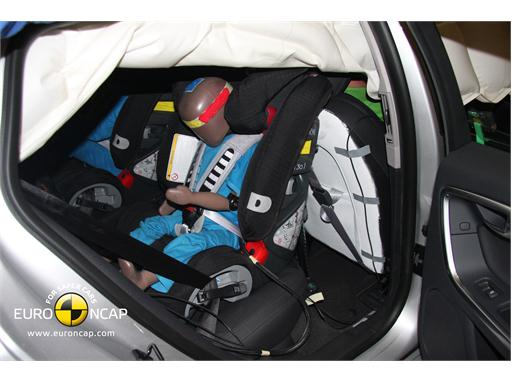 Volvo V60 – Child Rear Seat crash test