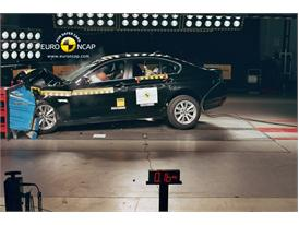 BMW 5-Series - Frontal crash test