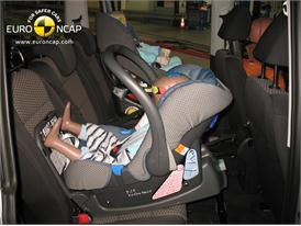 VW Sharan - Child Rear Seat crash test