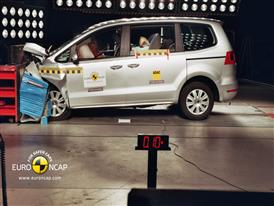 VW Sharan - Front crash test