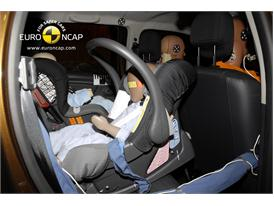 Dacia Duster – Child Rear Seat crash test
