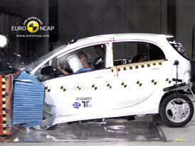 Mitsubishi i-MiEV – Front crash test