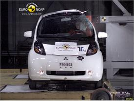 Mitsubishi i-MiEV – Pole crash test