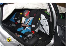 Volvo V60 – Child Rear Seat crash test