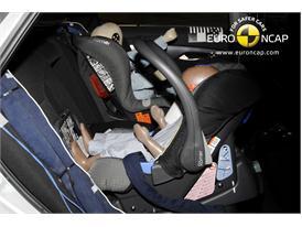 HYUNDAI i40 – Child Rear Seat crash test