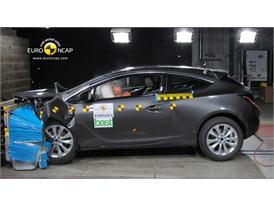 OPEL Vauxhall Astra GTC – Front crash test