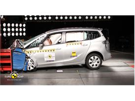 Opel Vauxhall Zafira  – Front crash test