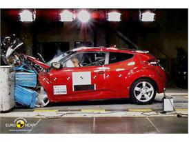 Hyundai Veloster – Front crash test