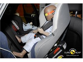 Audi Q3 – Child Rear Seat crash test