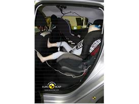 Peugeot 208– Child Rear Seat crash test