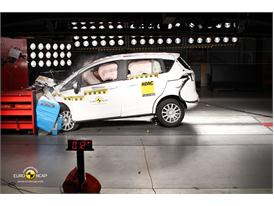 Ford B MAX – Front crash test