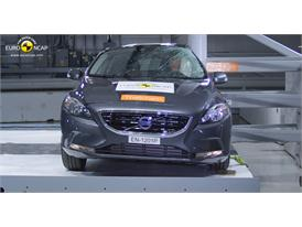 Volvo V40 – Pole crash test