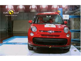 FIAT 500L Pole crash test 2012