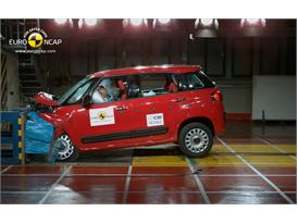 FIAT 500L Frontal crash test 2012