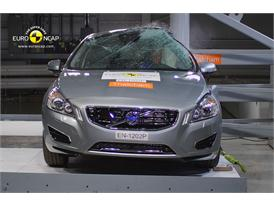 Volvo V60 Plug-In Hybrid Pole crash test 2012