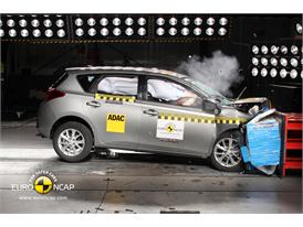 Toyota  Auris - Frontal crash test 2013
