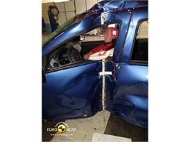 Dacia Sandero - Pole crash test 2013 - after crash