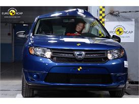 Dacia Sandero - Pole crash test 2013
