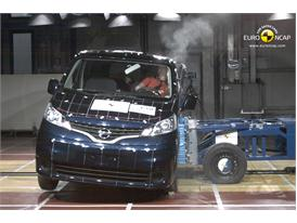 Nissan Evalia - Side crash test 2013