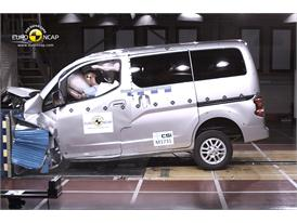 Nissan Evalia - Frontal crash test 2013