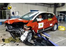 Renault CAPTUR - Frontal crash test 2013 - after crash
