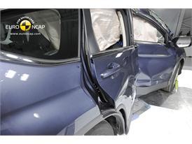 Honda CR-V - Pole crash test 2013 - after crash