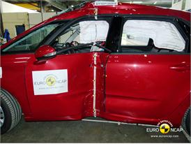Citroën C4 Picasso - Pole crash test 2013 - after crash