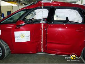Citroën C4 Picasso - Pole crash test 2013 - after crash