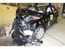 Lexus IS 300h - Frontal crash test 2013 - after crash