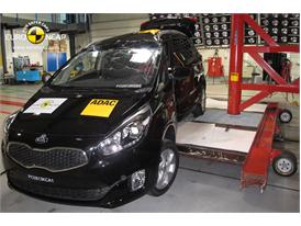 Kia Carens  - Pole crash test 2013 - after crash