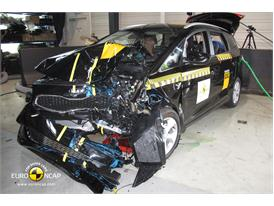 Kia Carens - Frontal crash test 2013 - after crash