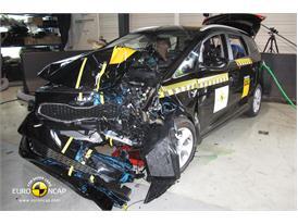 Kia Carens - Frontal crash test 2013 - after crash