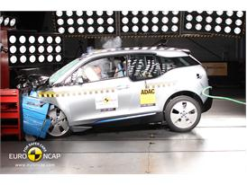 BMW i3  - Frontal crash test 2013