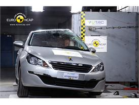 Peugeot 308 - Pole crash test 2013