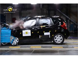 Nissan Note  - Frontal crash test 2013