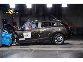 Mazda 3  - Frontal crash test 2013