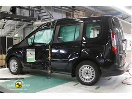 Ford Tourneo Connect - Pole crash test 2013 - after crash