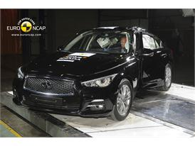 Infiniti Q50 -Pole crash test 2013 - after crash