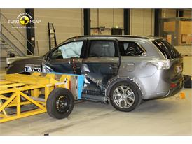 Mitsubishi Outlander PHEV - Side crash test 2013 - after crash
