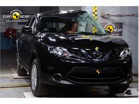 Nissan Qashqai - Pole crash test 2014