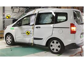 Ford Tourneo Courier - Pole crash test 2014 - after crash