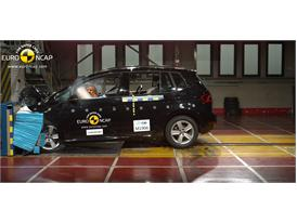 VW Golf Sportsvan  - Frontal crash test 2014