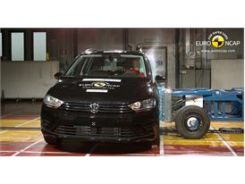 VW Golf Sportsvan  - Side crash test 2014