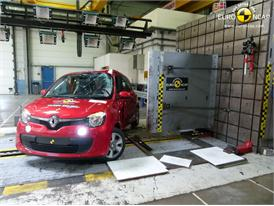 Renault Twingo  - Pole crash test 2014 - after crash