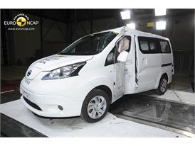 Nissan e-NV200 Evalia  - Pole crash test 2014 - after crash