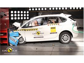 BMW 2 Series Active Tourer  - Frontal crash test 2014